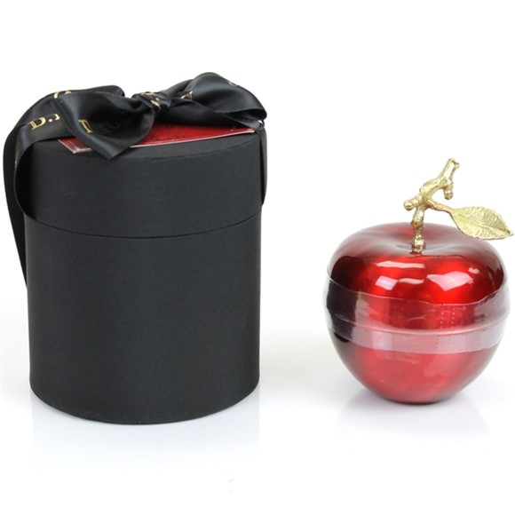 The DL & Co 'Pomme' Rouge Candle
